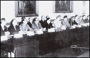The failed 1956 Constitutional talks, Lancaster House, London. From right: David Marshall, then chief minister (7th), Lee Kuan Yew (2nd) and Lim Chin Siong (partially hidden).