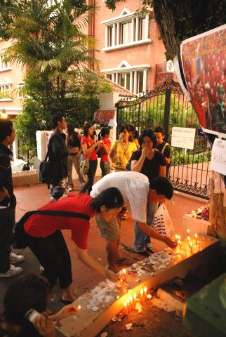 Petitioners lighting candles