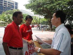Mr. Gandhi Ambalam and Dr. Chee Soon Juan delivered a letter at the Istana.